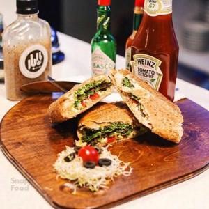 ساندویچ کوکو سبزی